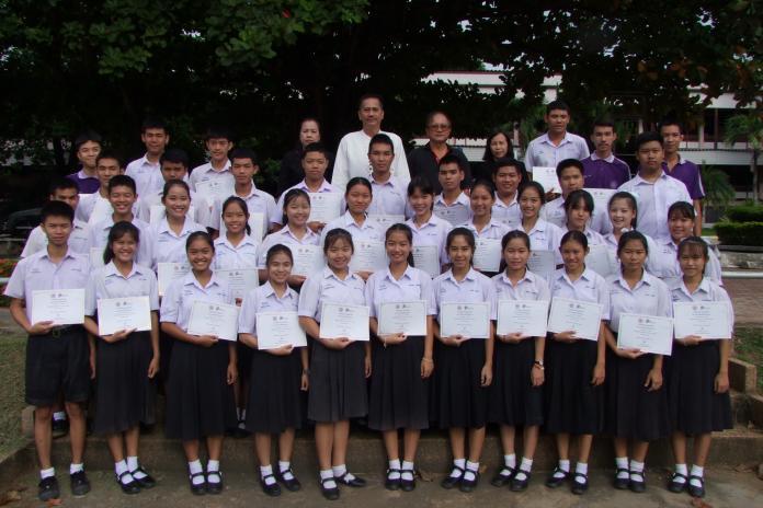 มอบเกียรติบัตรคณะกรรมการสภานักเรียน ประจำปีการศึกษา 2559